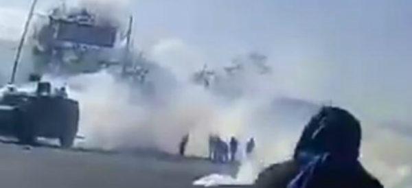 Policías arrojan gases a padres de los 43 de Ayotzinapa en Chiapas