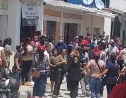 VIDEO Roban urnas y agreden a funcionarios del IEE en Chietla