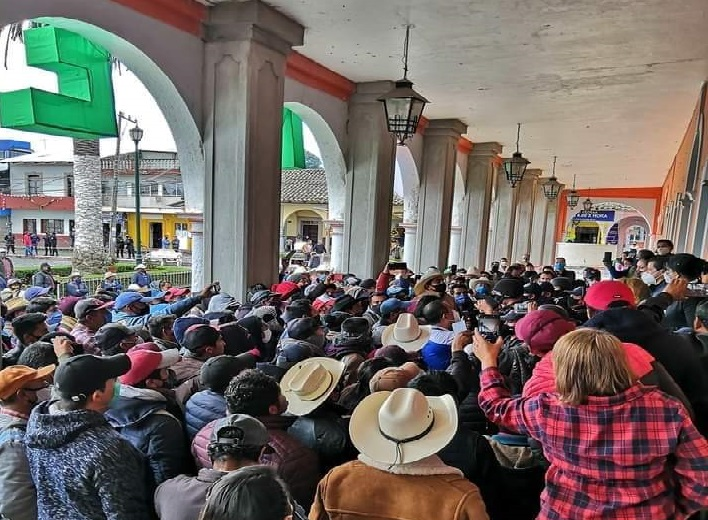 Se manifiestan en Chignautla por falta de obras en la zona