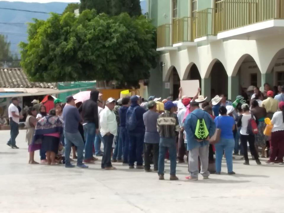 Se manifiestan habitantes de Chilac por invasión de tierras