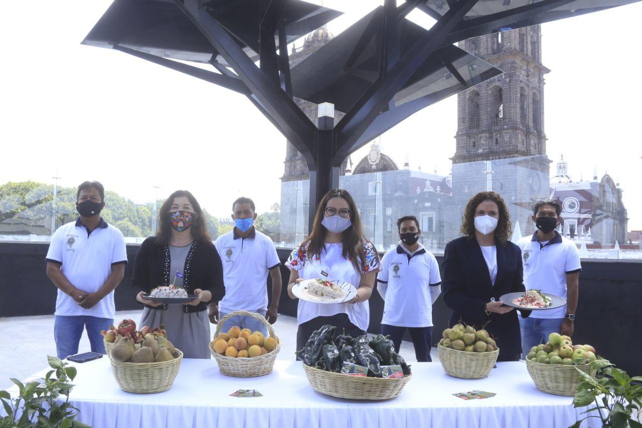 Presentan en la capital de Puebla temporada de chiles en nogada