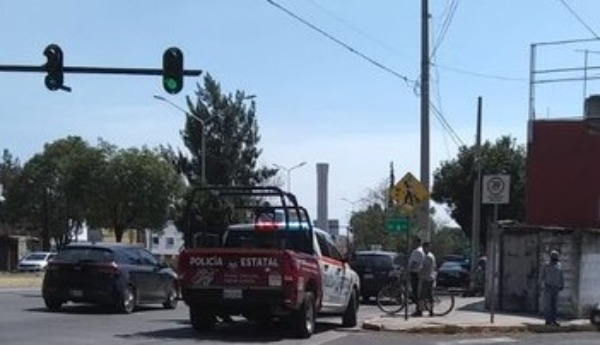 Choca patrulla de policía estatal y un particular en Puebla