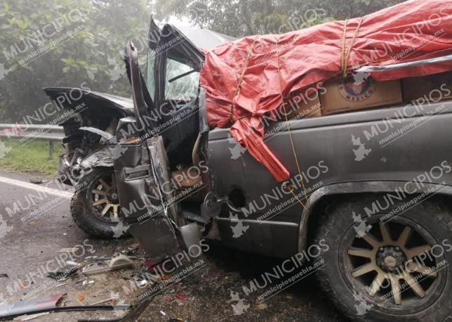 Por neblina camionetas se impactan de frente en Xicotepec
