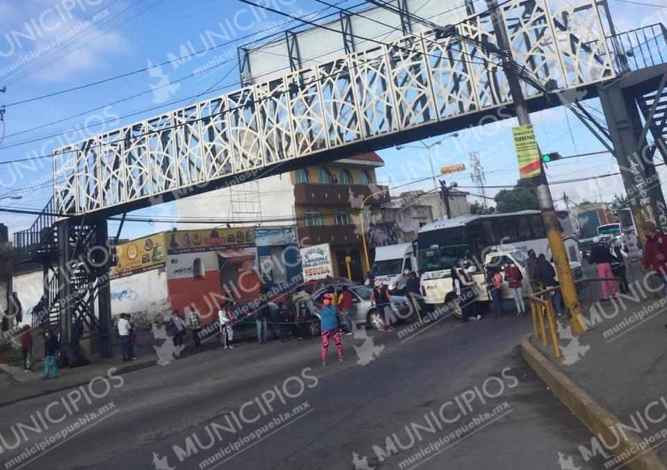 Bloquean carretera federal Puebla-Tehuacán