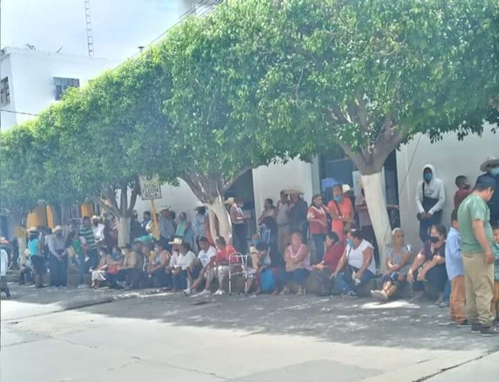Citibanamex de Izúcar no respeta medidas sanitarias ante contingencia por Covid