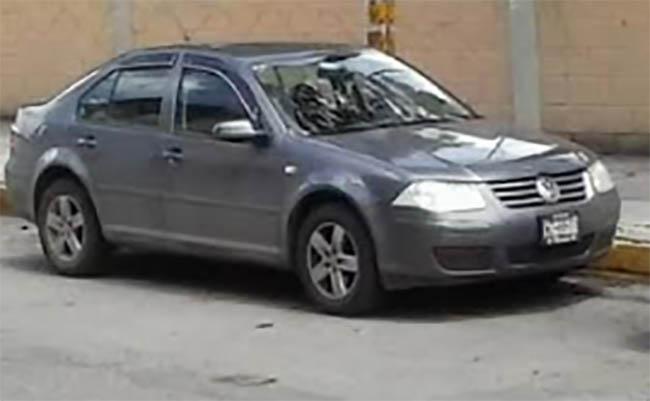 A punta de pistola roban automóvil en el centro de Tecamachalco