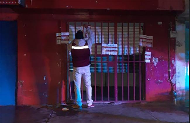 Clausuran bares y pulquerías por consumo y venta de alcohol en Puebla capital