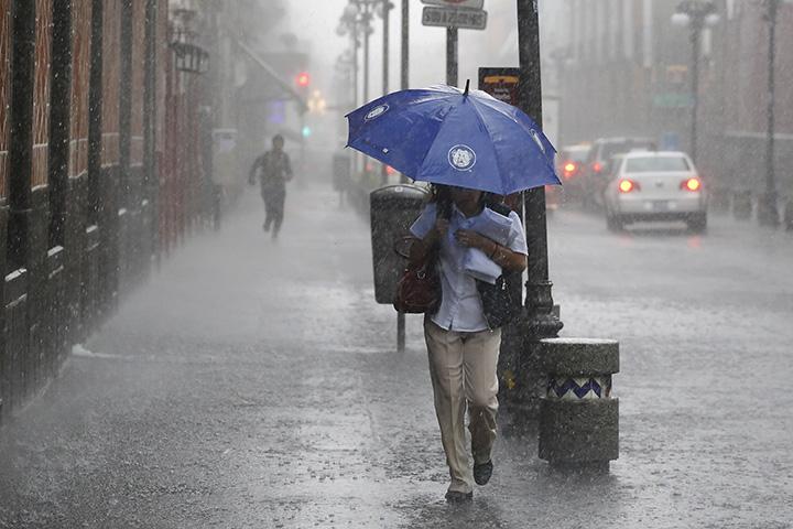 Continuarán las fuertes lluvias, con actividad eléctrica y granizo