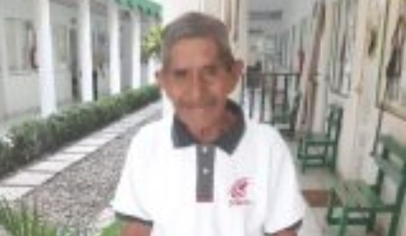 Abuelito de 80 años cumple su sueño de graduarse de preparatoria