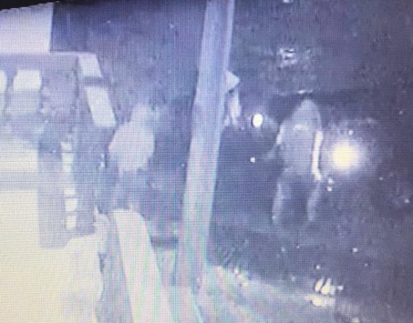 VIDEO Graban el robo de una coladera en Tecamachalco