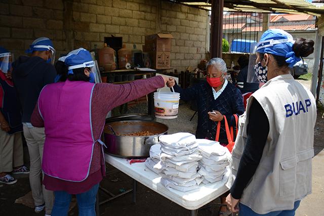 BUAP instala comedores comunitarios para personas vulnerables