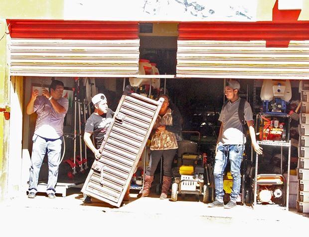 Autoridades poblanas se deslindan de daños a comercios por cierres: Ayala