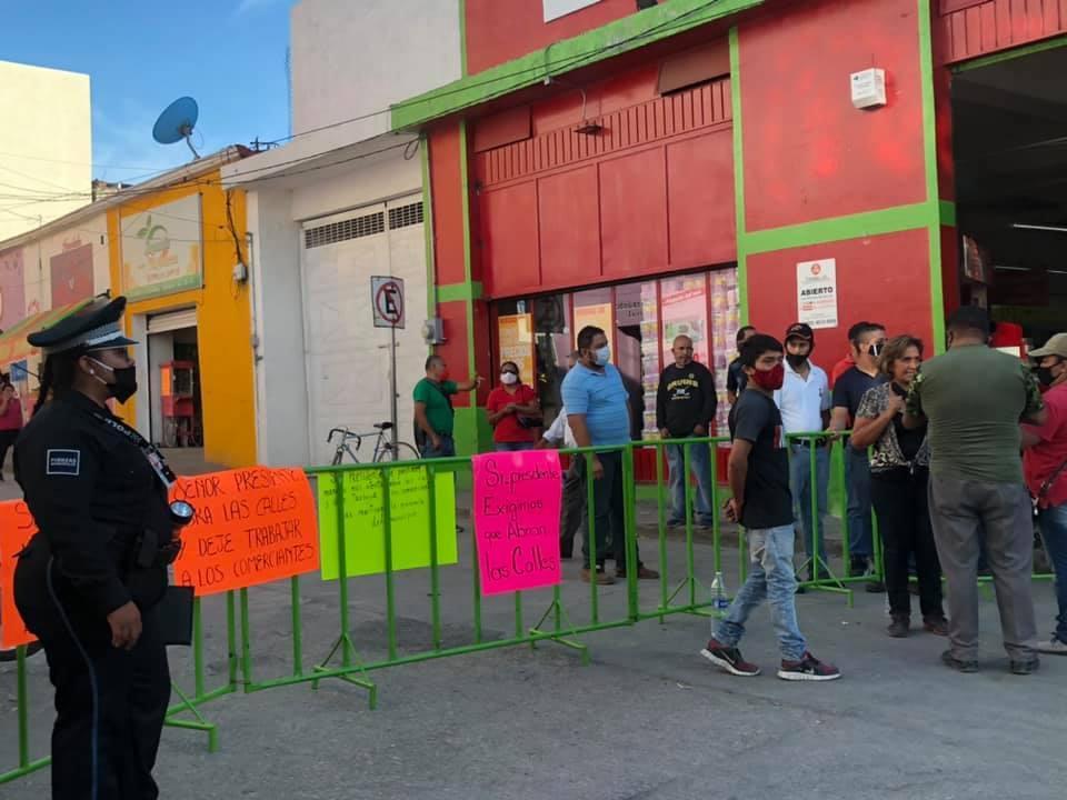 Comerciantes y vecinos del centro de Izúcar se inconforman con el cierre de calles