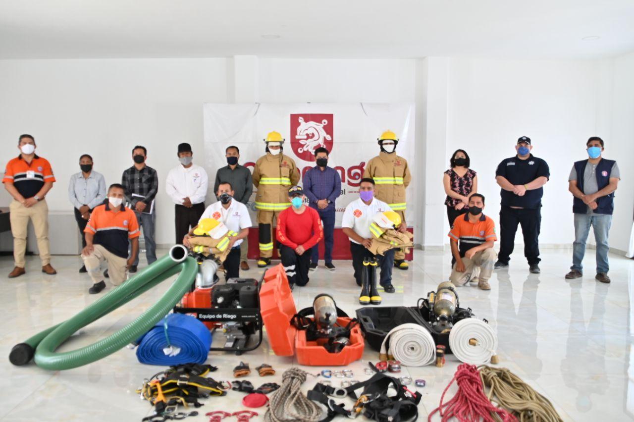Reciben Bomberos de Coronango equipo y uniformes