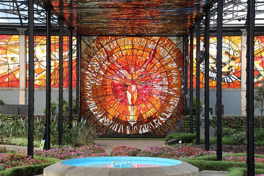 Cosmovitral Jardín Botánico, luces y dualidades que te asombrarán
