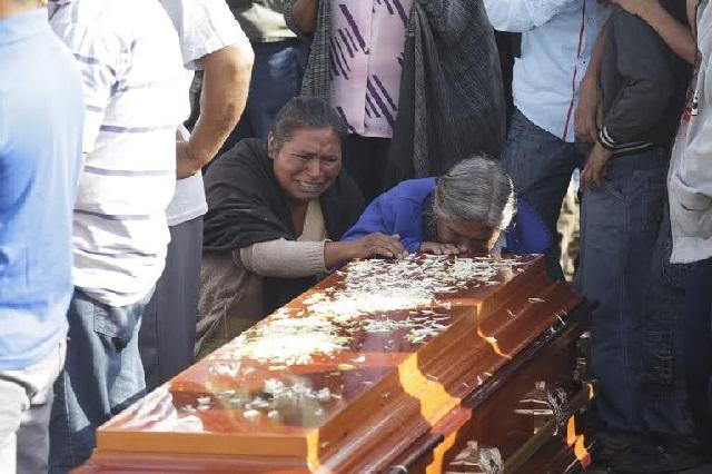 En Coxcatlán solamente esperan justicia divina tras asesinato de 12 personas