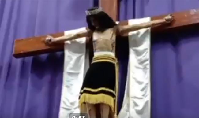 VIDEO Captan cómo Cristo de Amozoc mueve la cabeza durante misa de viernes santo