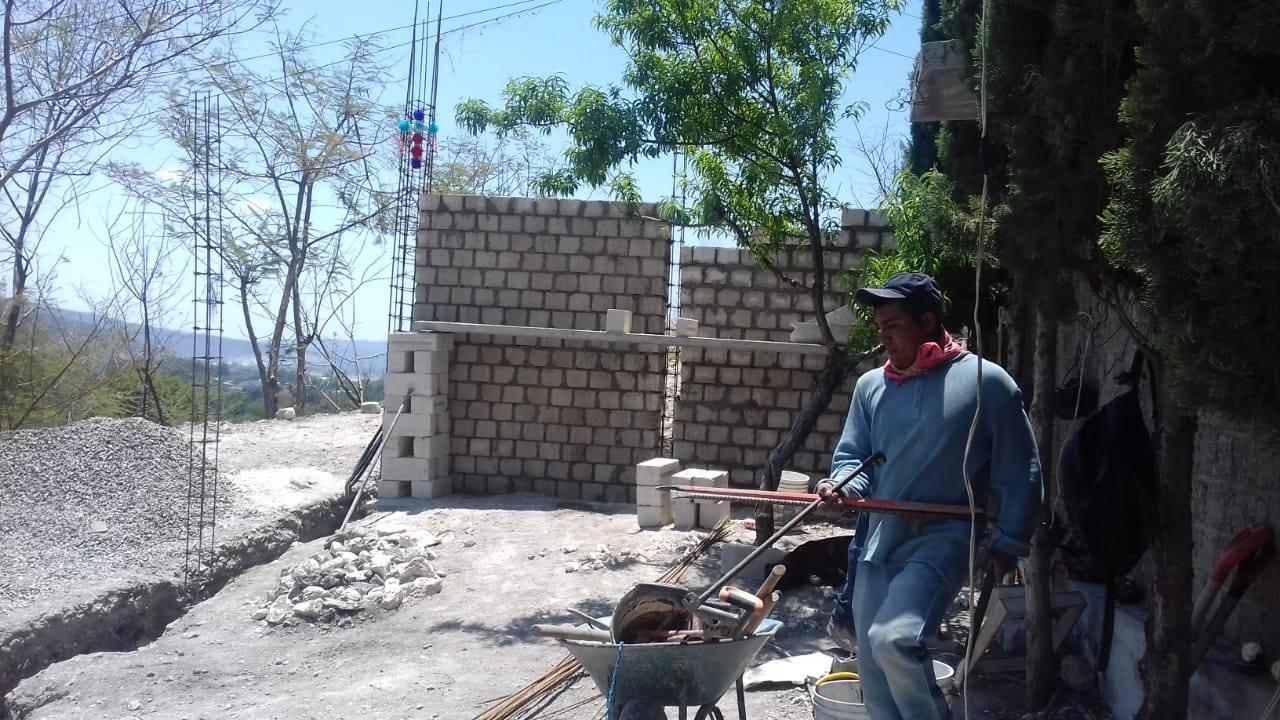 Celebran a la Santa Cruz en Izúcar con bajas ventas de cruces de flores