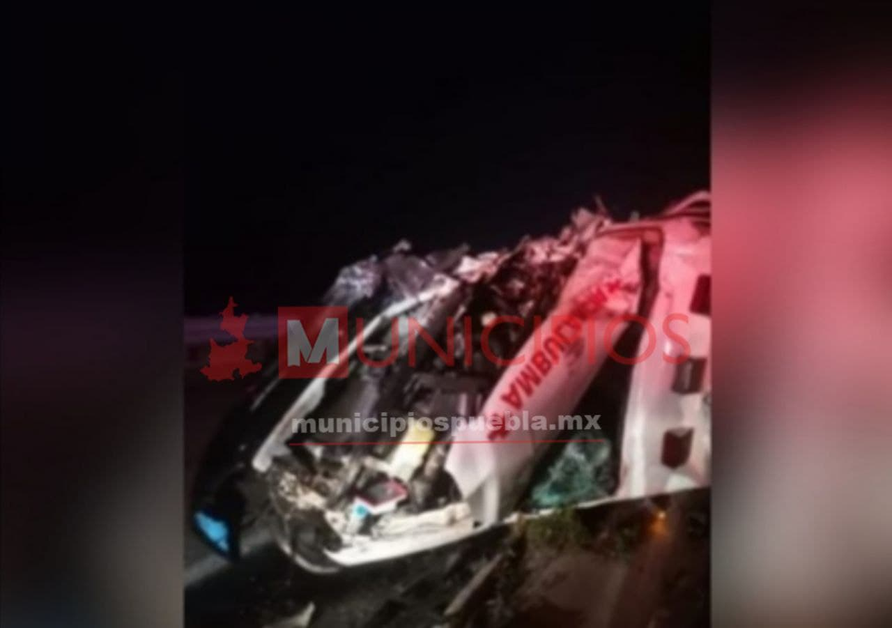 Sufren fatal accidente paramédicos de la Cruz Roja en la Cuacnopalan-Oaxaca