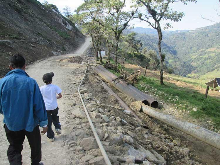 Proyecta Pemex nuevo camino de terracería de Cuaxicala a Huauchinango