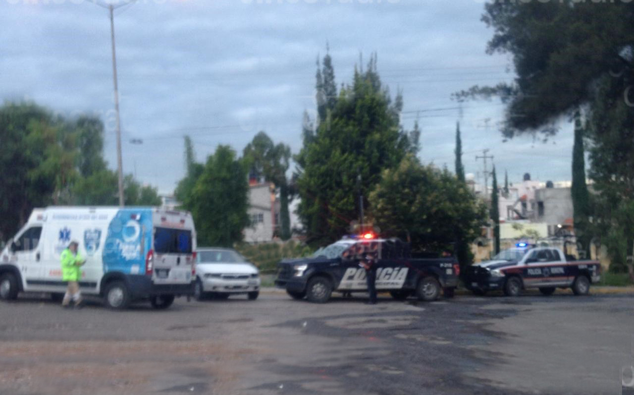Hallan cuerpo en auto abandonado en San Miguel Mayorazgo, Puebla