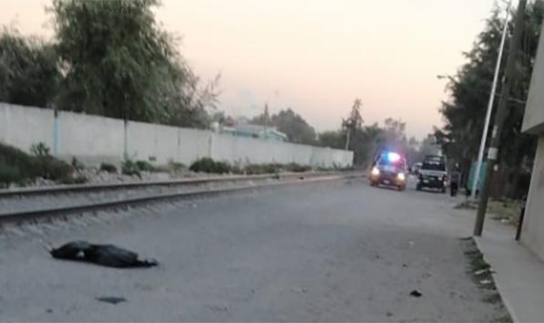 La hallan golpeada y sin vida junto a vías de San Pablo Xochimehuacan