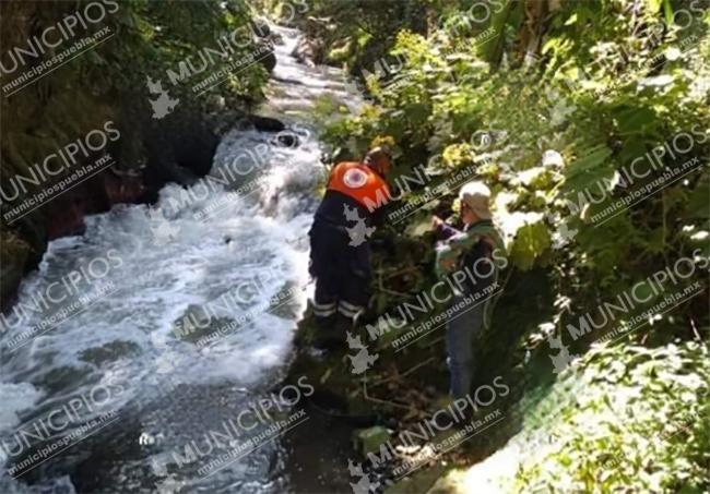 Avientan cuerpo de joven a río de Chignautla