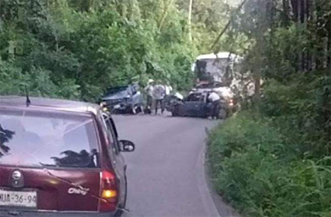 Accidente sobre la carretera a Cuetzalan deja un muerto y un herido