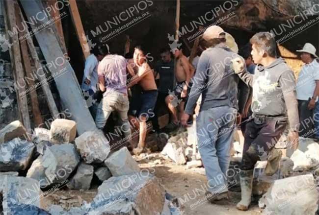 Le cae barda de piedra a albañil y sobrevive en Atlequizayan