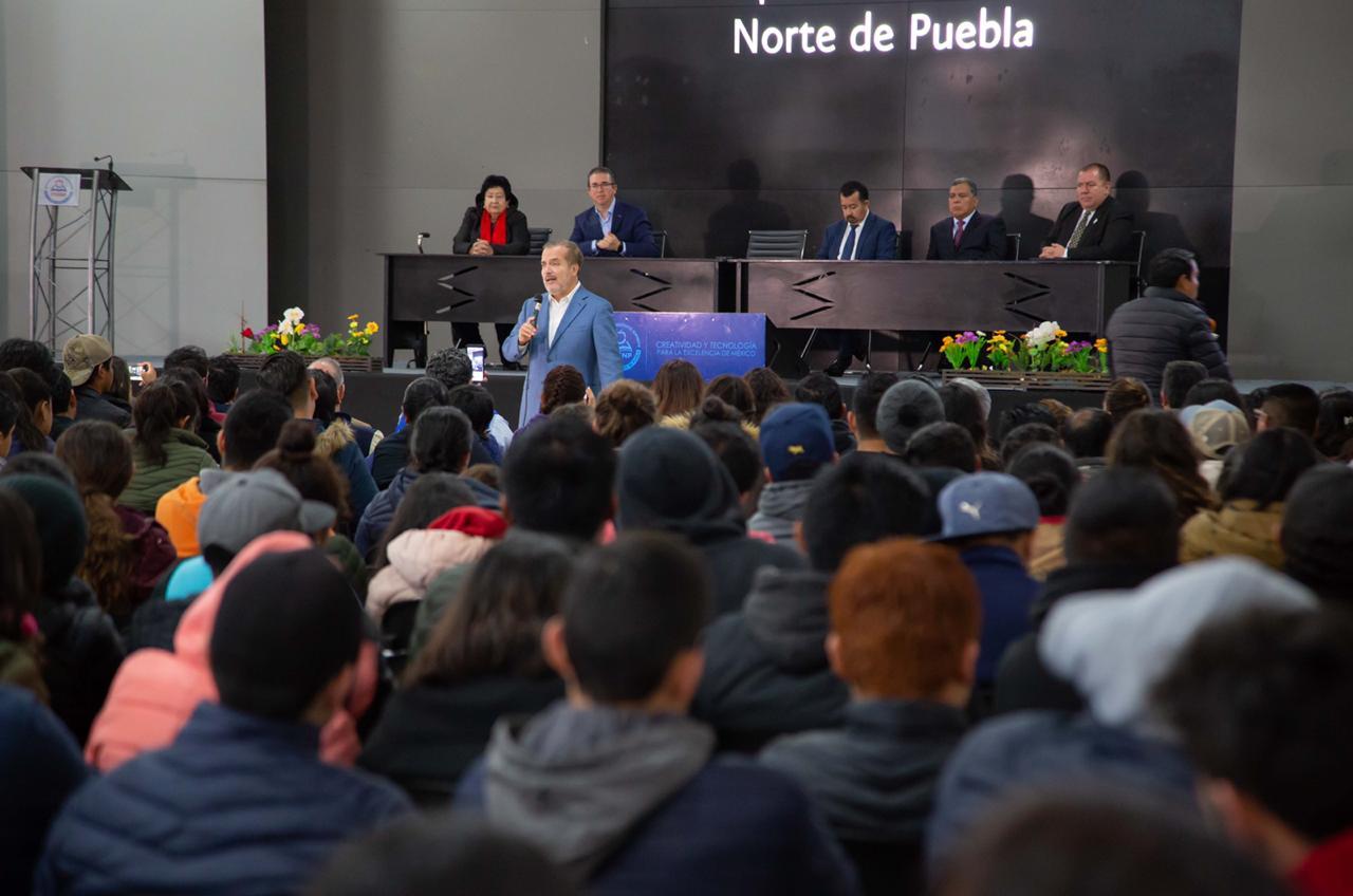 Ugalde habla en Tecnológico de la Sierra sobre Transición en México