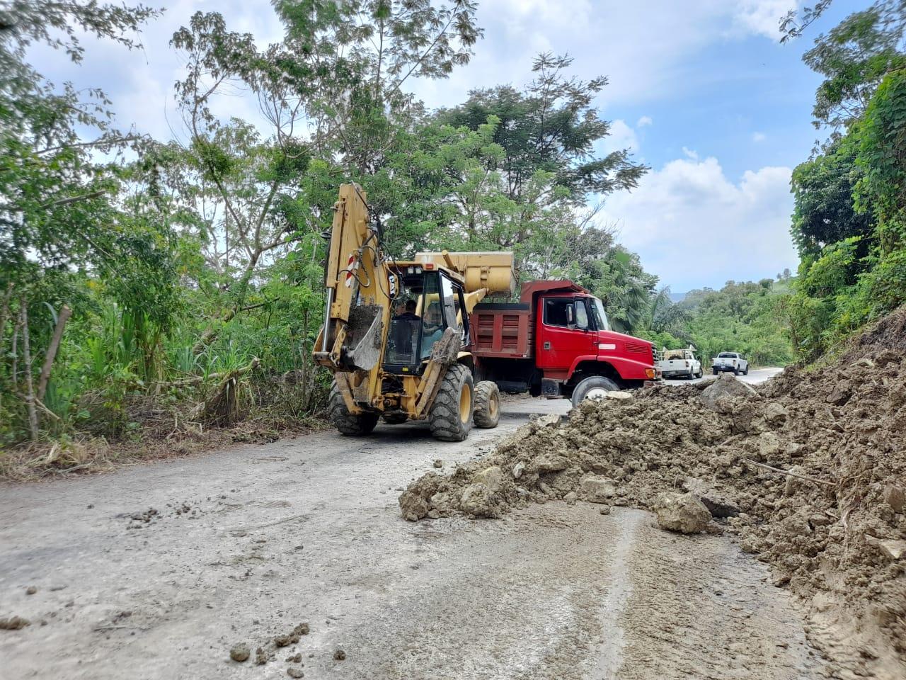 En 24 horas reestablecerán comunicación vial en Tepatlán y Hermenegildo Galeana