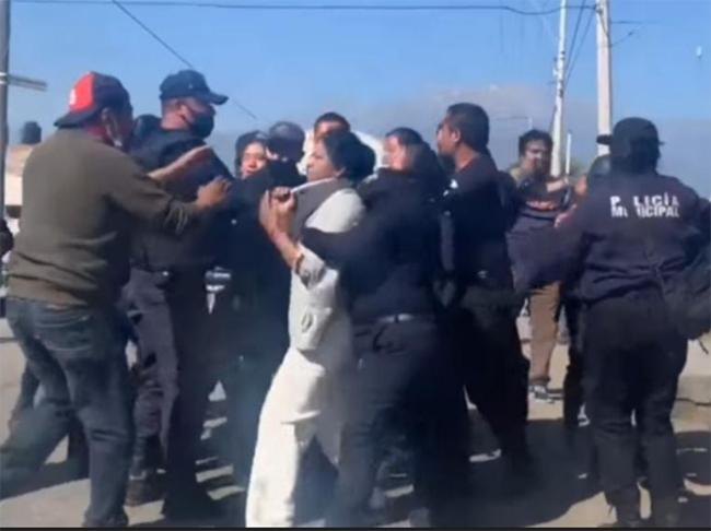 Siguen enfrentamientos por obra del mercado en Huejotzingo; hay 4 detenidos