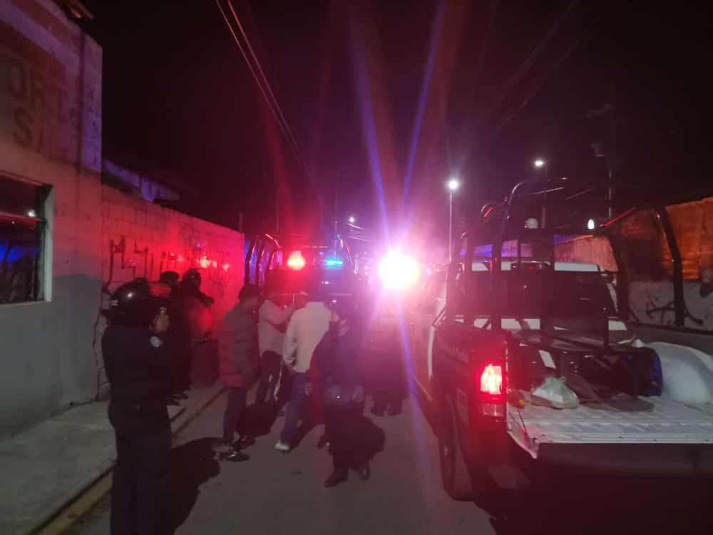 Desalojan con violencia a comerciantes en Amozoc