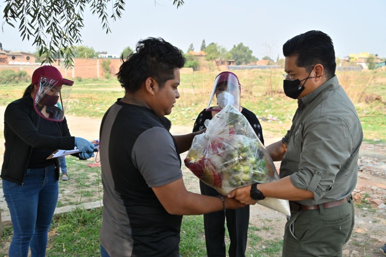 Teutli entrega despensas en apoyo a familias de Coronango