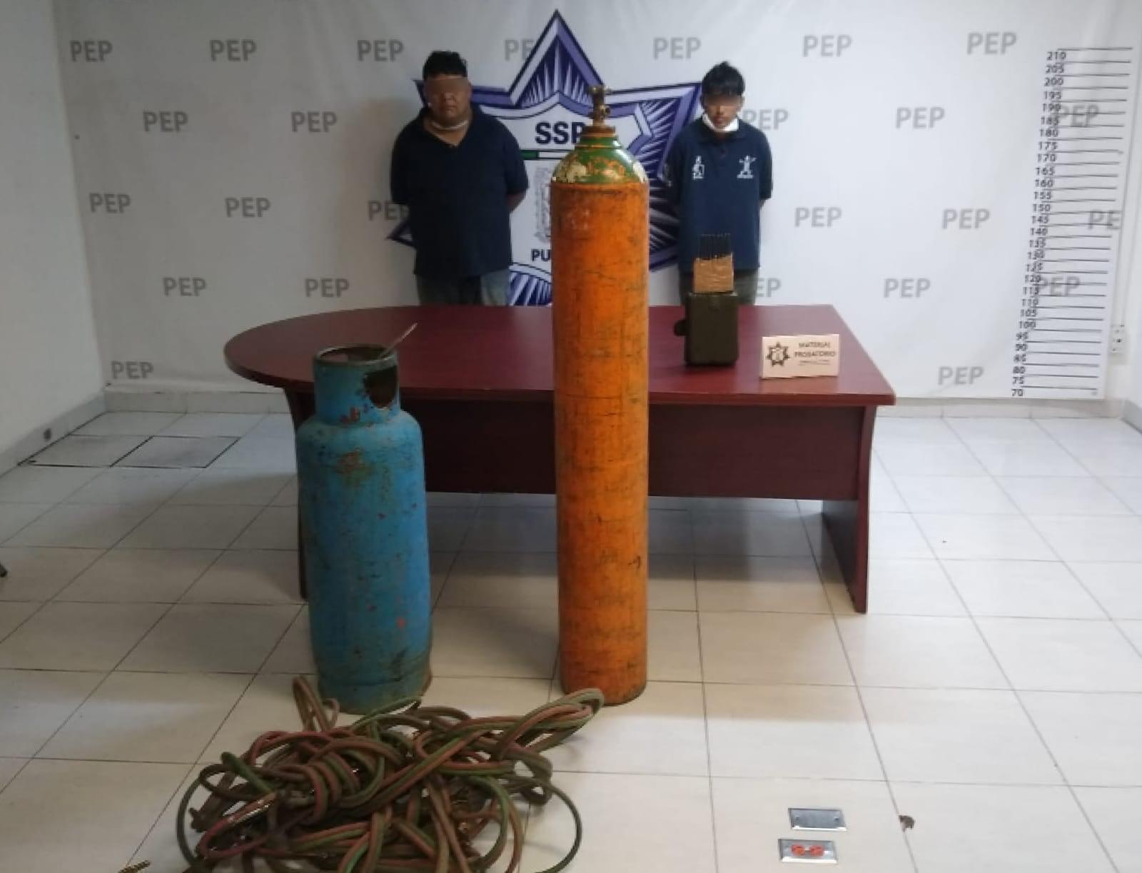 Los detienen cuando desvalijaban tráiler robado en Esperanza