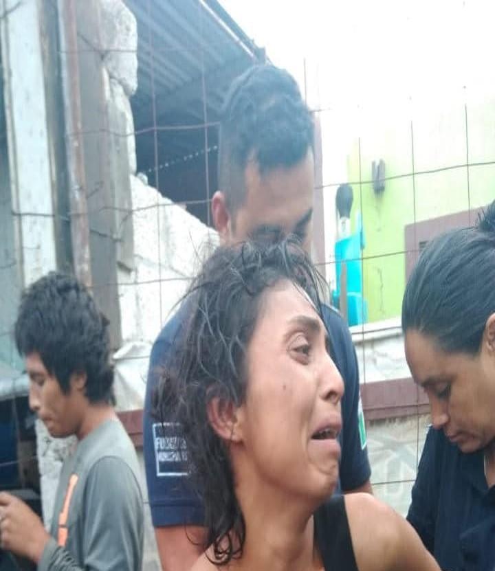 Vecinos detienen a mujer cuando intentaba robar una casa en Izúcar