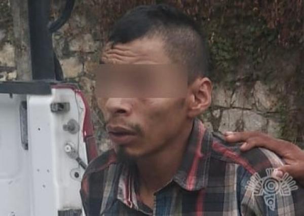 Detienen a Ignacio con 20 dosis de marihuana y un cuchillo en calles de Xicotepec