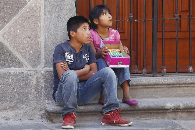 Niños trabajan en calles por diversión: hermana de Claudia Rivera