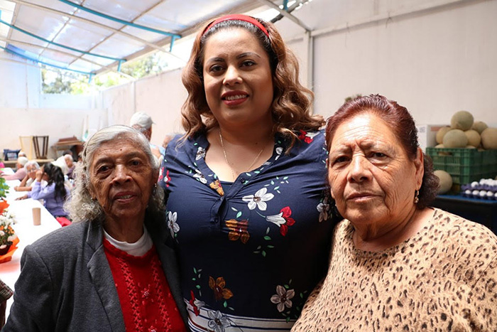 DIF de Amozoc festeja a los abuelitos
