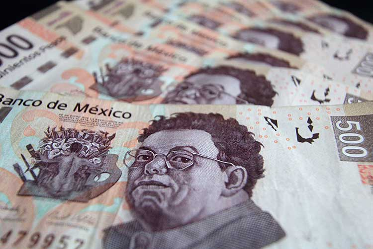 Le promete AMLO a EU aumentar salario mínimo cada año