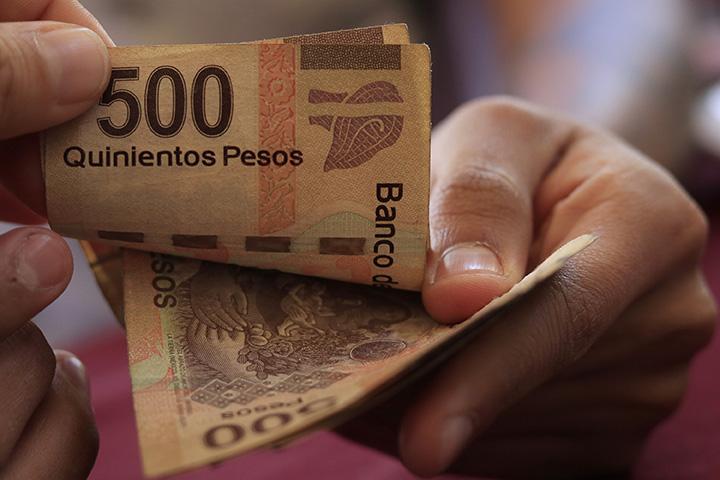 AMLO asegura que México saldrá adelante pese a pronóstico de Banxico