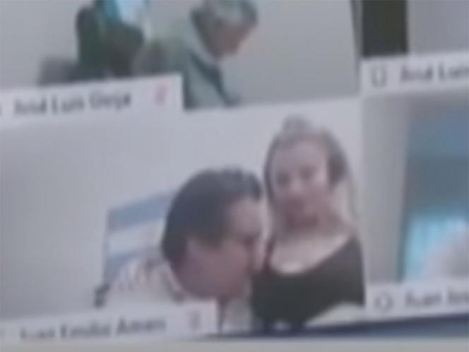 VIDEO Diputado manosea a una mujer en sesión virtual