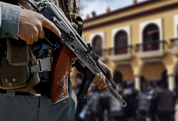 Detienen a El Gaucho con equipo táctico y armas en Puebla