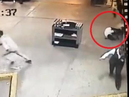 VIDEO Ejecutan a un hombre en plena central camionera
