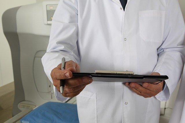 Le dan seis años de prisión a médico violador