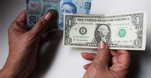 Así se cotiza esta mañana el peso frente al dólar