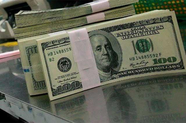 Dólar se vende a 24.98 pesos en promedio