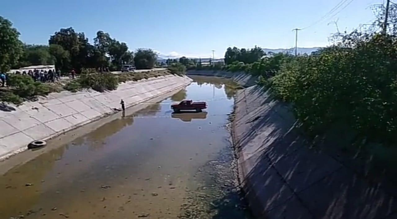 Balean a hombre y se va con todo y camioneta al dren de Valsequillo
