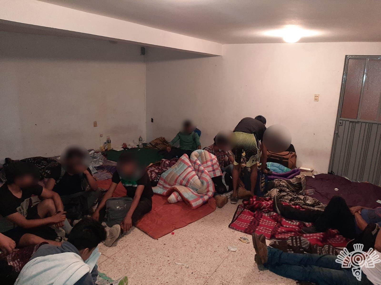 Rescatan a 240 migrantes de bodega en Bosques de Manzanilla en Puebla