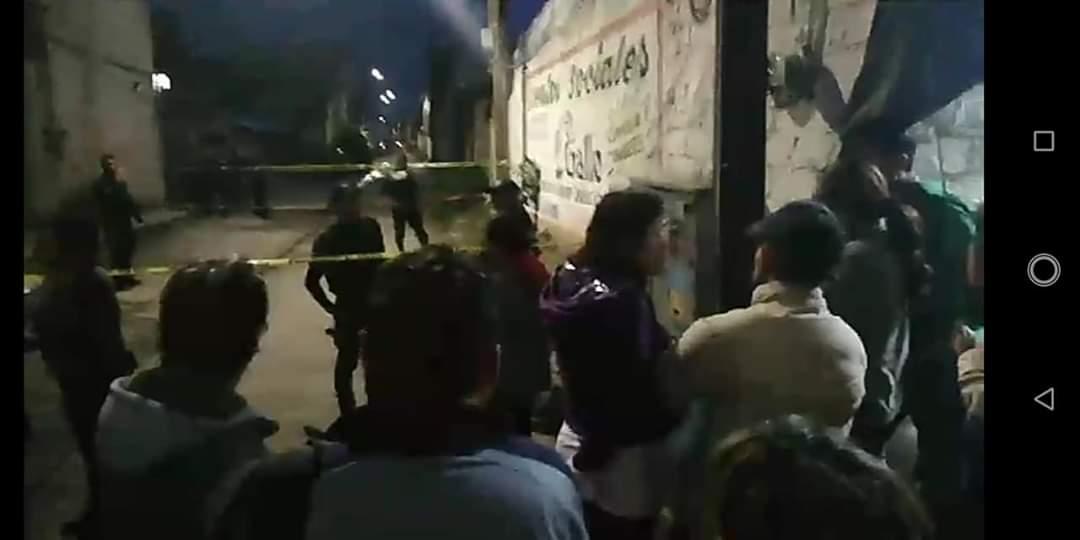 Ejecutan a dos jóvenes en plena calle de Xochimehucán